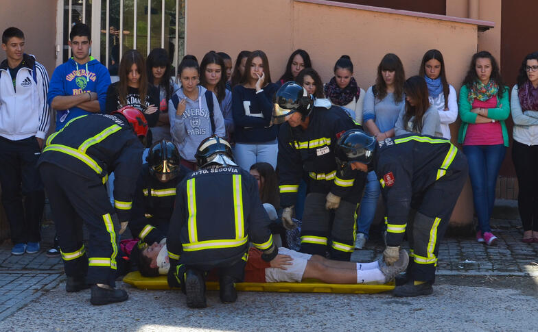 Proctor en Segovia experiential education Spanish firefighter demo
