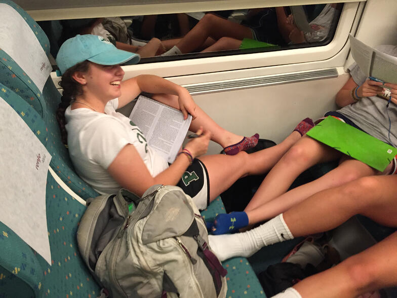 Proctor en Segovia experiential education studying on the train