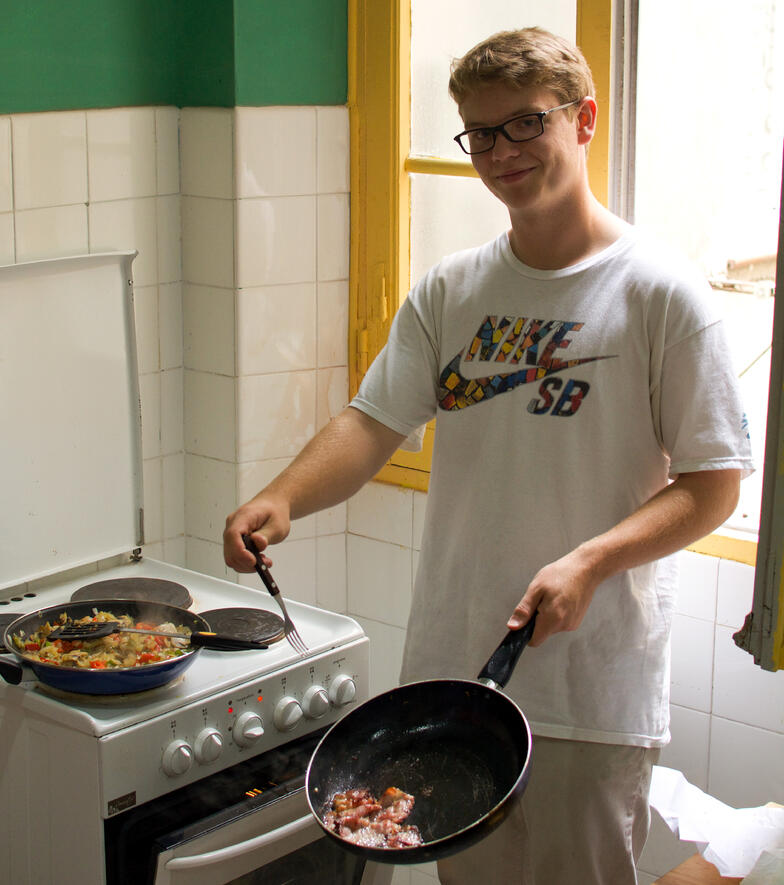Proctor en Segovia students cook Spanish cuisine