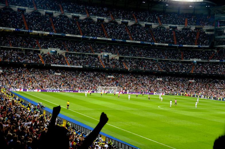 Proctor en Segovia students watch Real Madrid soccer