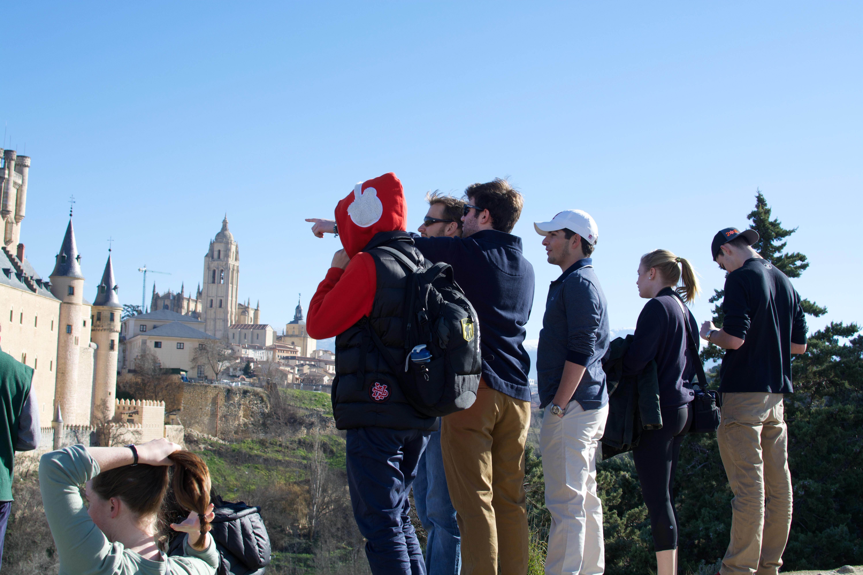 Proctor en Segovia admires the old quarter