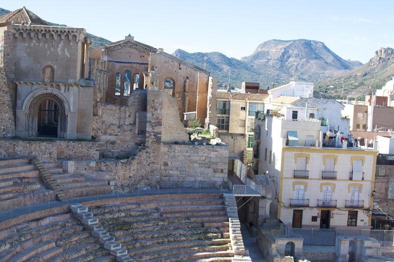 Proctor en Segovia visits Cartagena's Roman Theater