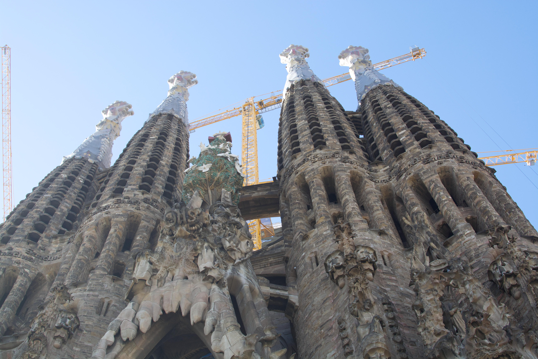 Proctor en Segovia visits Gaudi's Sagrada Familia