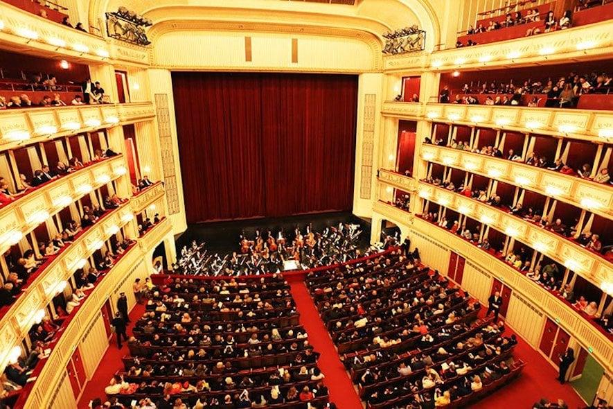 2076-vienna-opera