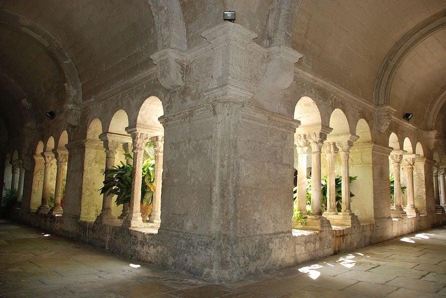 1200px-Saint-Paul-de-Mausole_03