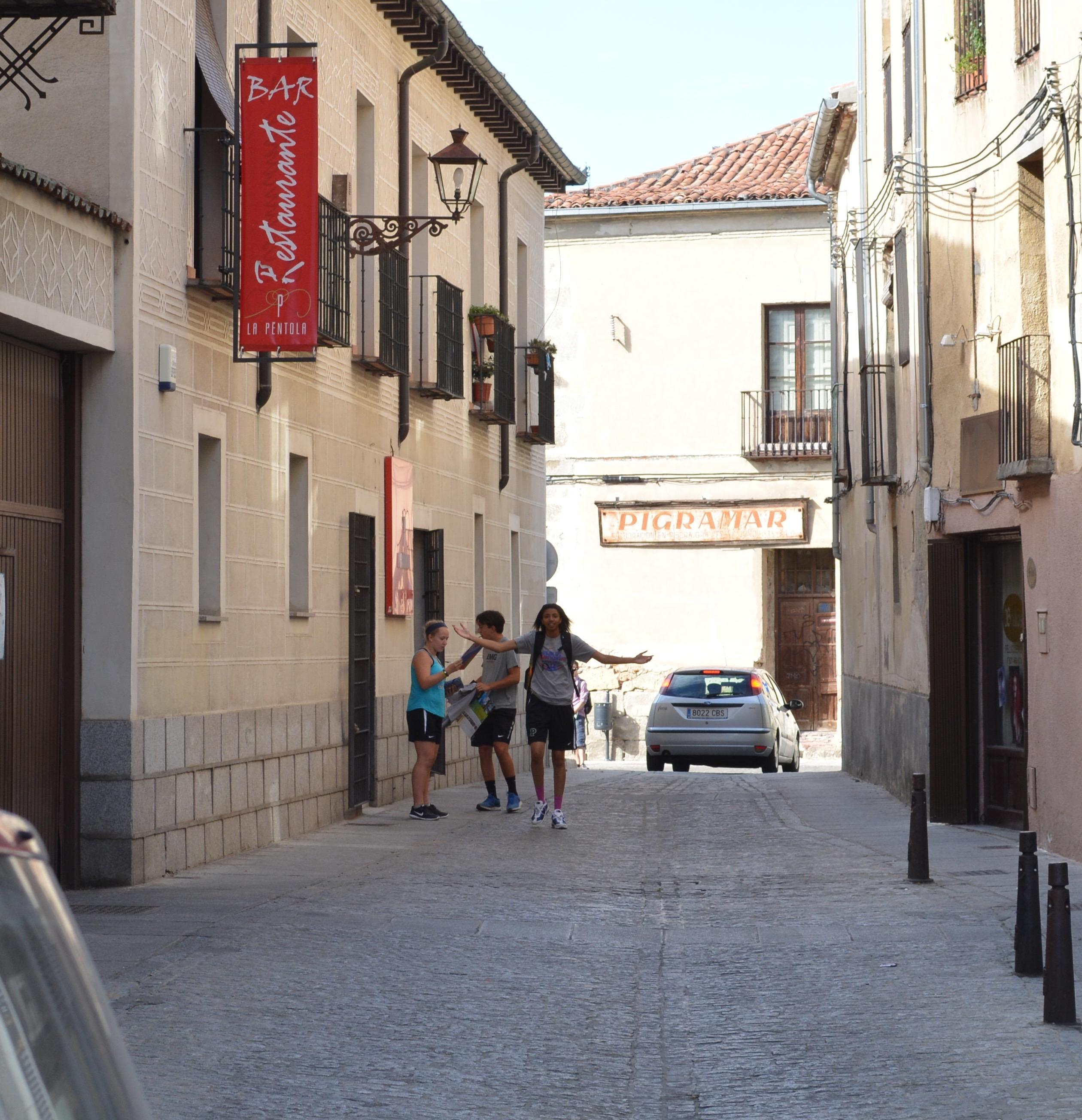Proctor en Segovia old quarter scavenger hunt