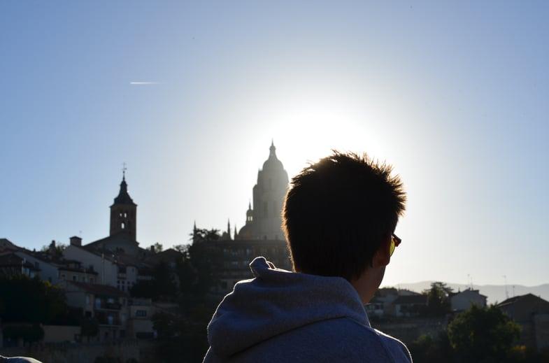 Proctor en Segovia English class outside