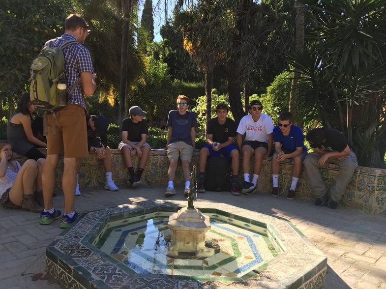 Proctor en Segovia visits the gardens of the Alcázar de Sevilla!