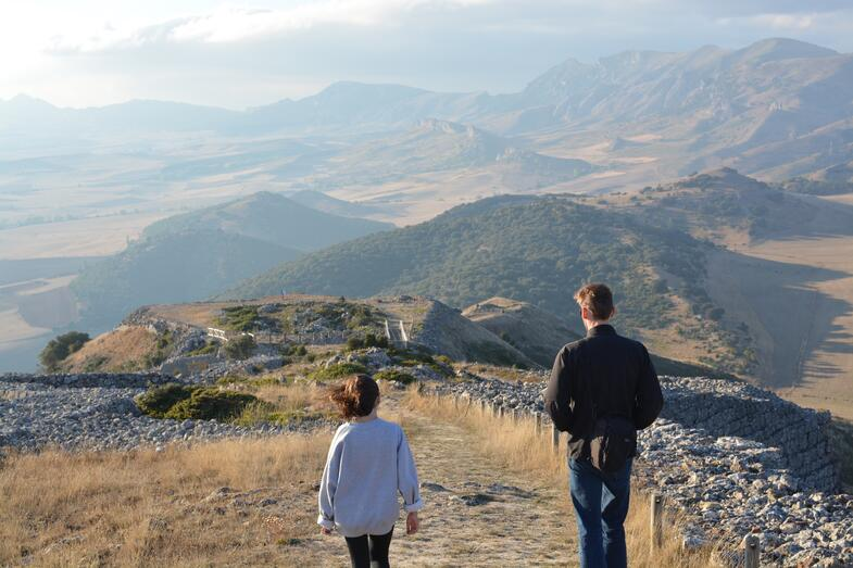 Proctor en Segovia gazing out at the meseta