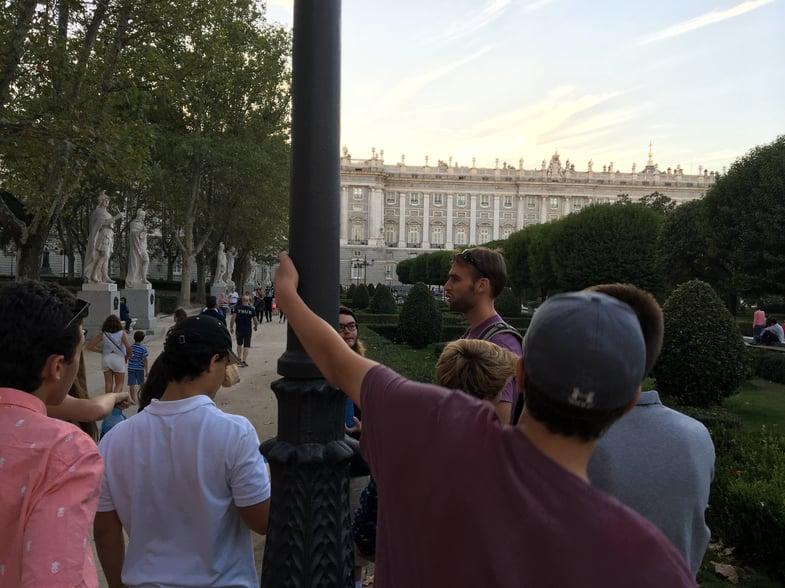 Proctor en Segovia history tour through the center of Madrid.