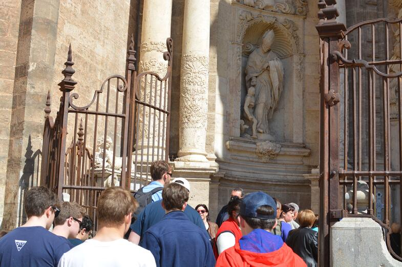 Proctor en Segovia visits the Cathedral of Valencia