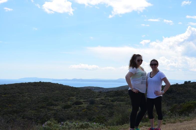 Proctor en Segovia hikes along the Mediterranean!