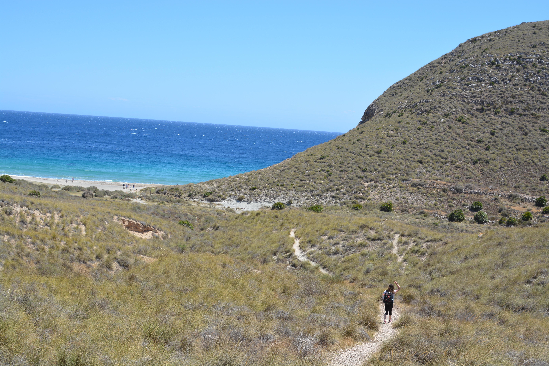 Proctor en Segovia hikes to a beach in Cabo de Gata National Park