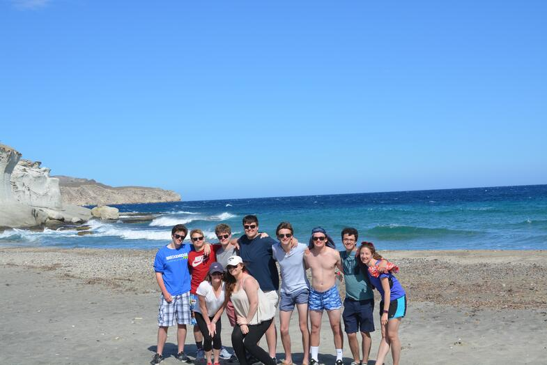 Proctor en Segovia hikes to a beach in Cabo de Gata National Park