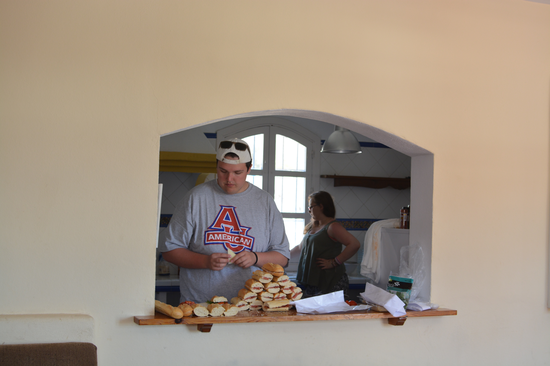 Proctor en Segovia making homemade sandwiches!