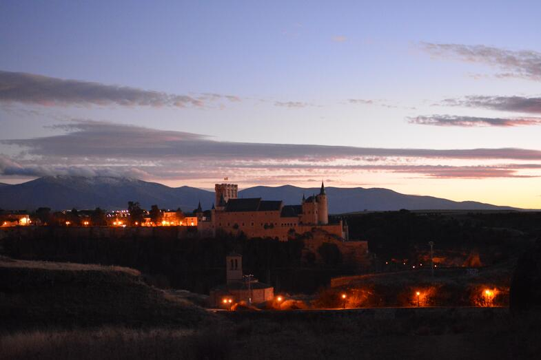 Proctor en Segovia admiring the Alcázar of Segovia