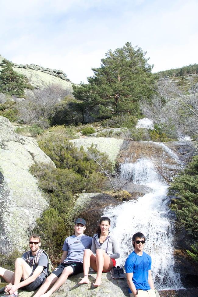 Proctor en Segovia students hike the Guadarrama mountains