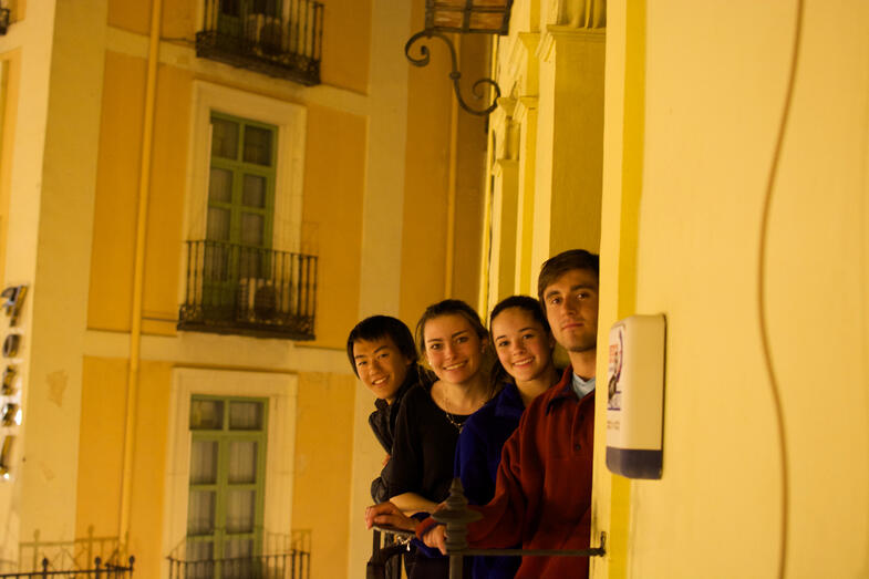 Proctor en Segovia students observe the Plaza Mayor from the school balconies