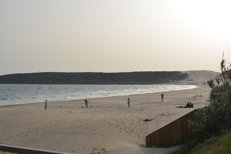 Proctor en Segovia visits Bolonia beach