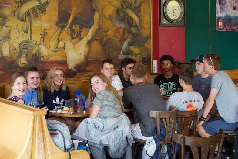 Proctor en Segovia students order in Spanish at a local café