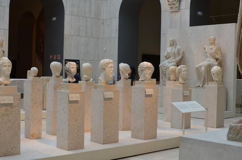 Proctor en Segovia visits Spain's National Archeology Museum