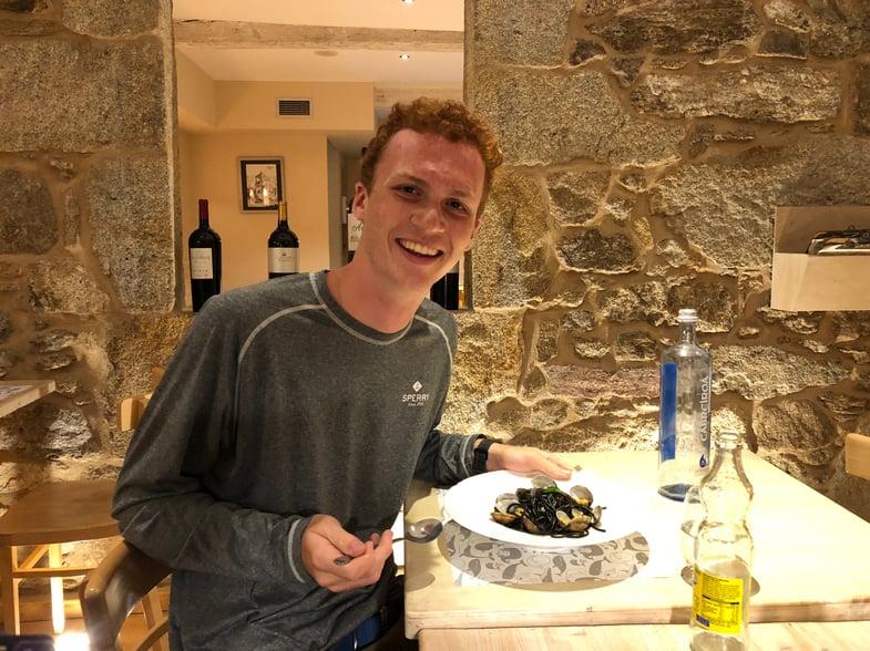 Proctor en Segovia samples Galician cuisine