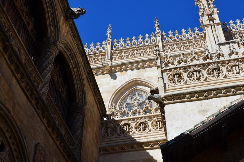 Proctor en Segovia visits the Capilla Real in Granada.