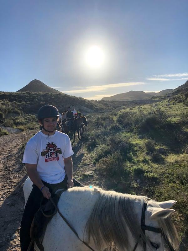 Proctor en Segovia goes horseback riding.