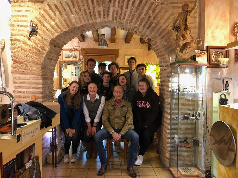 Proctor en Segovias students in the metal arts studio with Jesús!