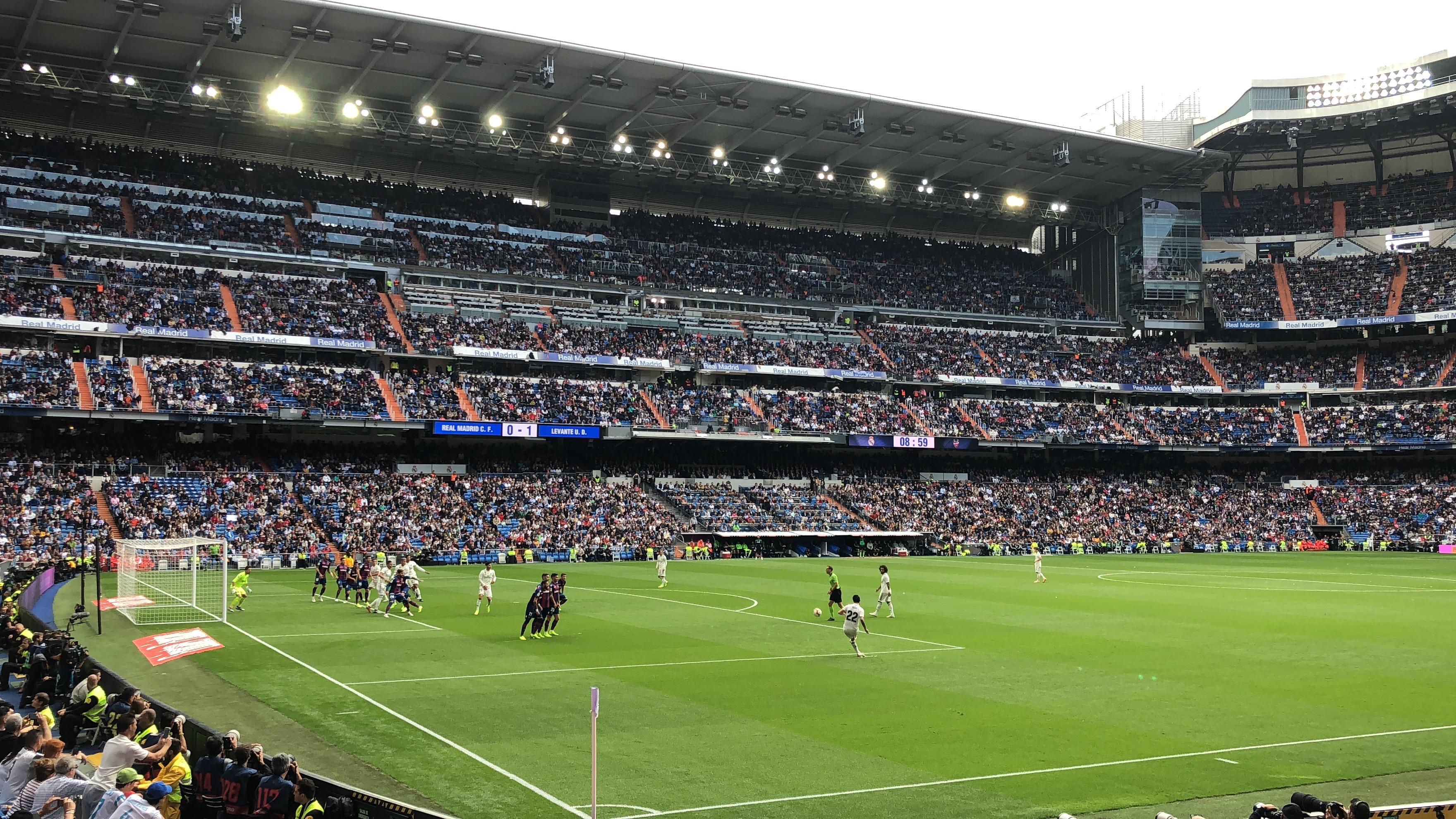 Proctor en Segovia students attend a Real Madrid match.
