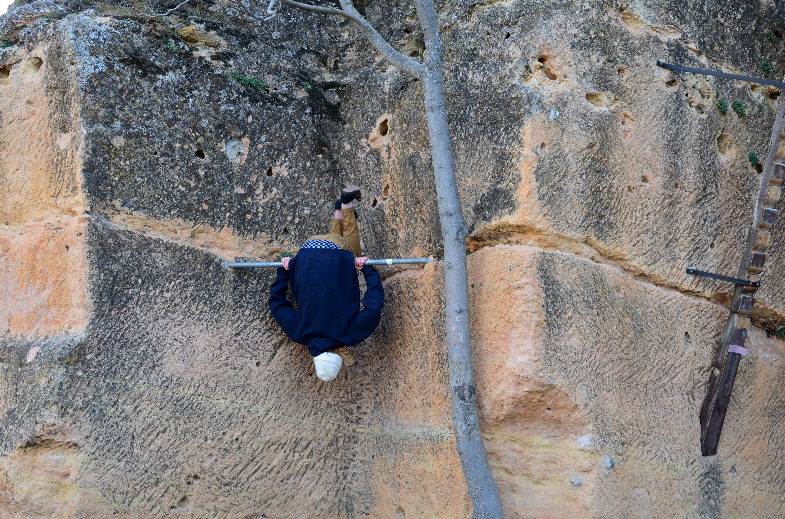 Proctor en Segovia hikes on the trails that encircle Segovia