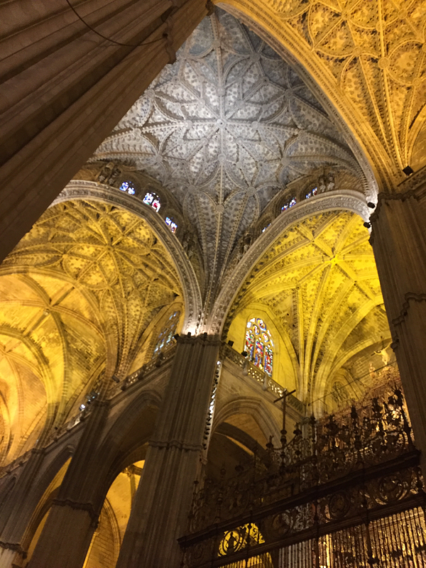 Proctor en Segovia visits the Cathedral of Sevilla.