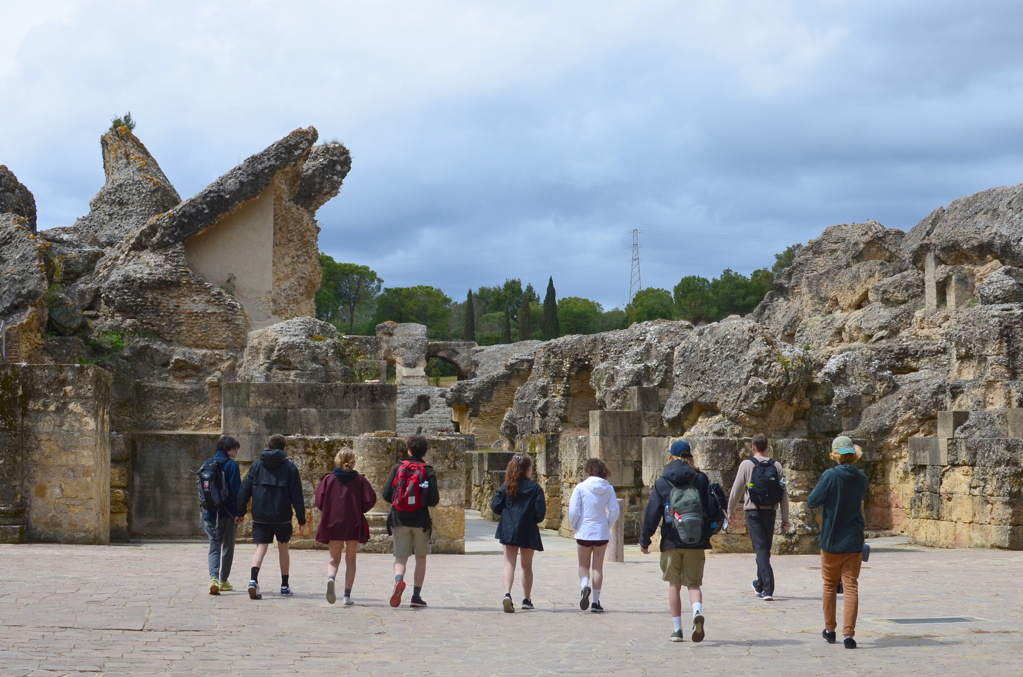 Proctor en Segovia visits the Roman ruins of Italica.