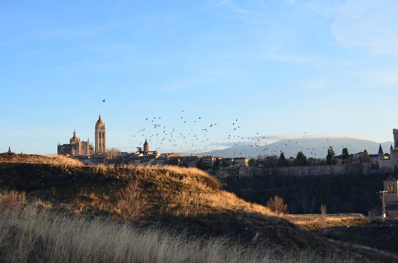 Proctor en Segovia takes in views of Segovia old quarter.