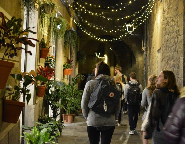 Proctor en Segovia visits Barcelona's gothic quarter