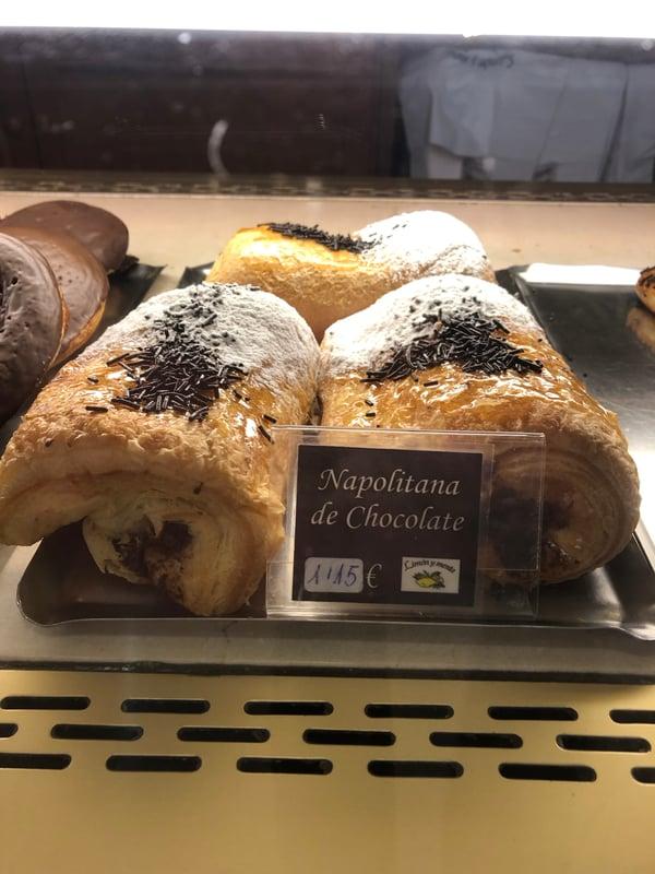 Proctor en Segovia samples Segovia pastries