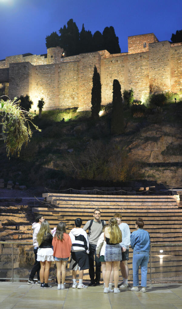 Proctor en Segovia visits the Roman theater of Malaga
