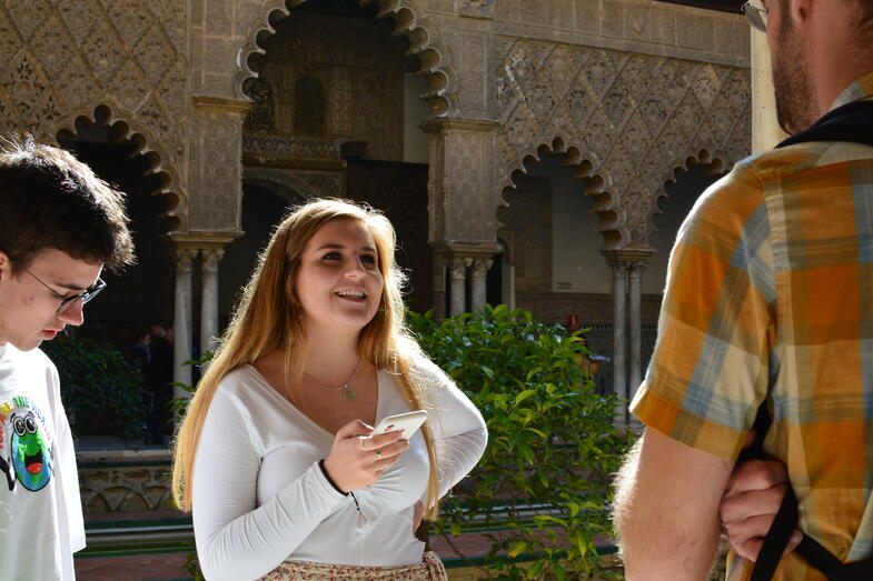 Proctor en Segovia visits the Alcázar de Sevilla