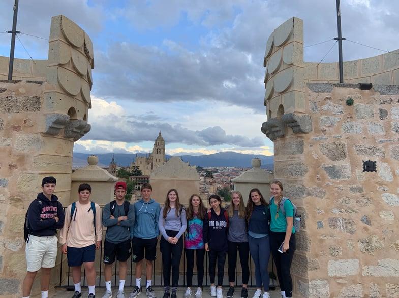 Proctor en Segovia students at Segovia's Alcázar