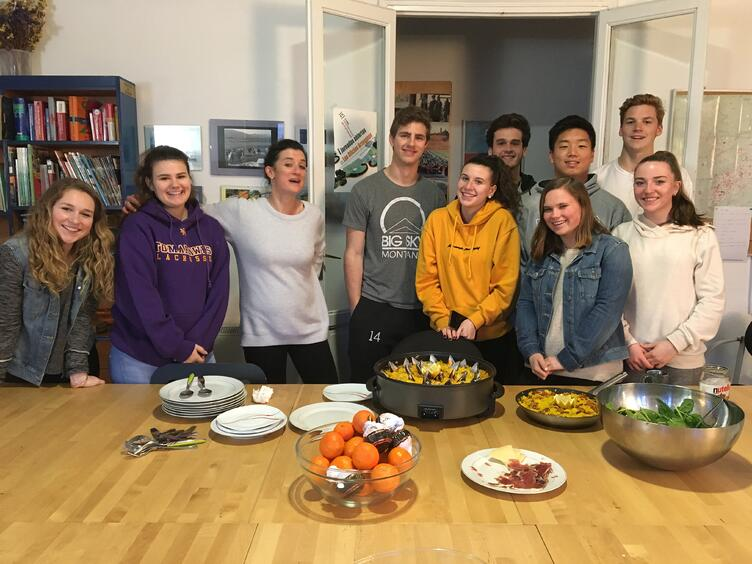 Proctor en Segovia learns to cook traditional Spanish dishes