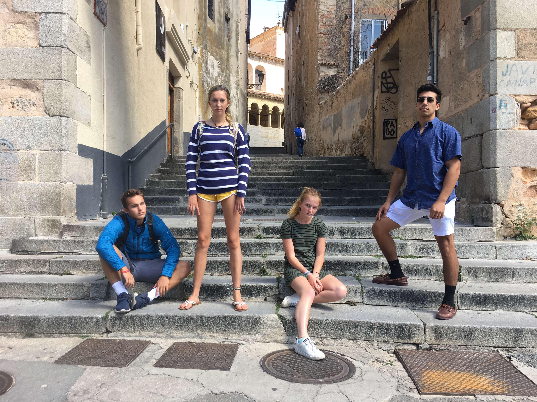 Proctor en Segovia students exploring the old quarter