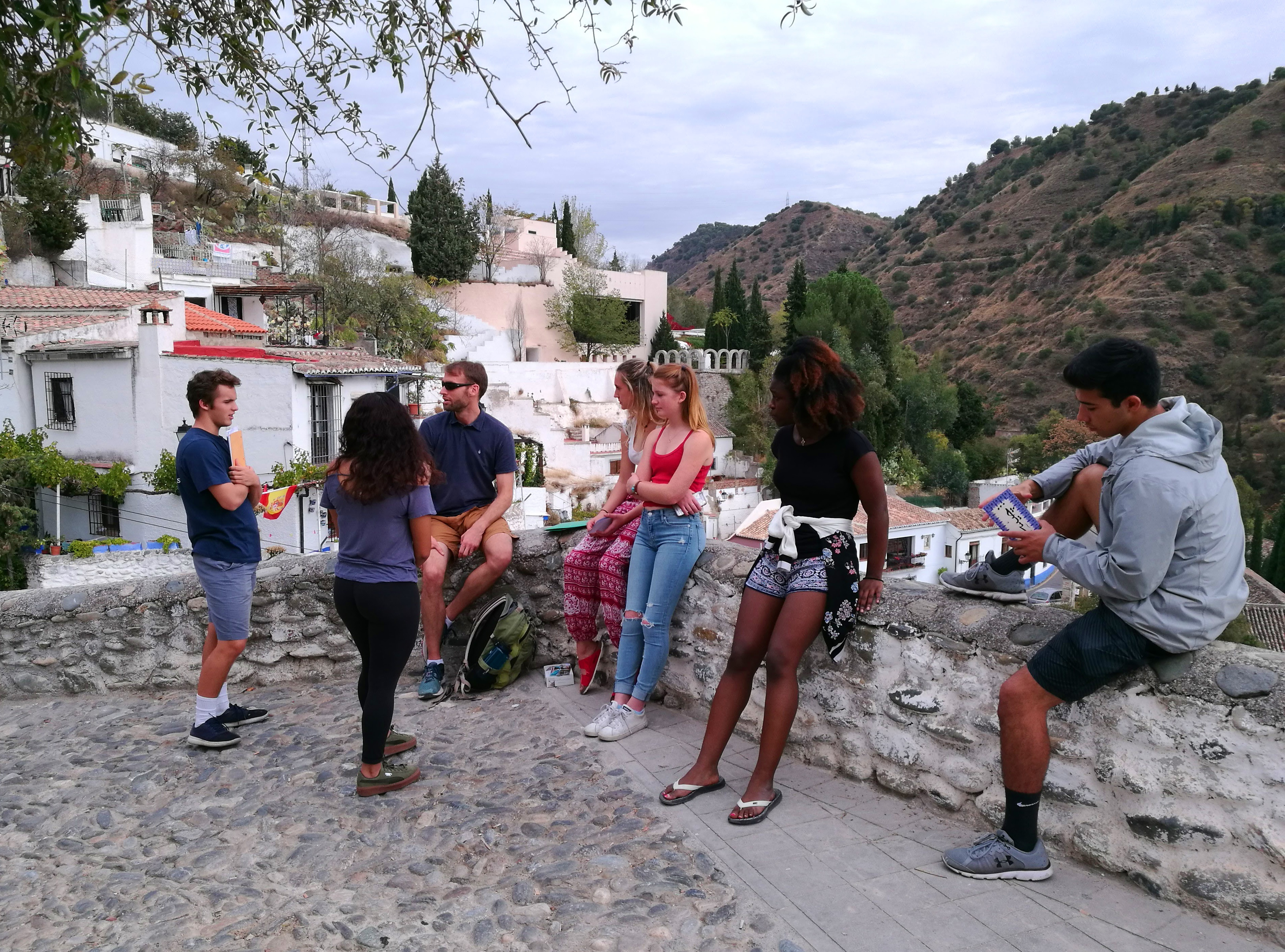 Proctor en Segovia explores the Sacromonte neighborhood of Granada