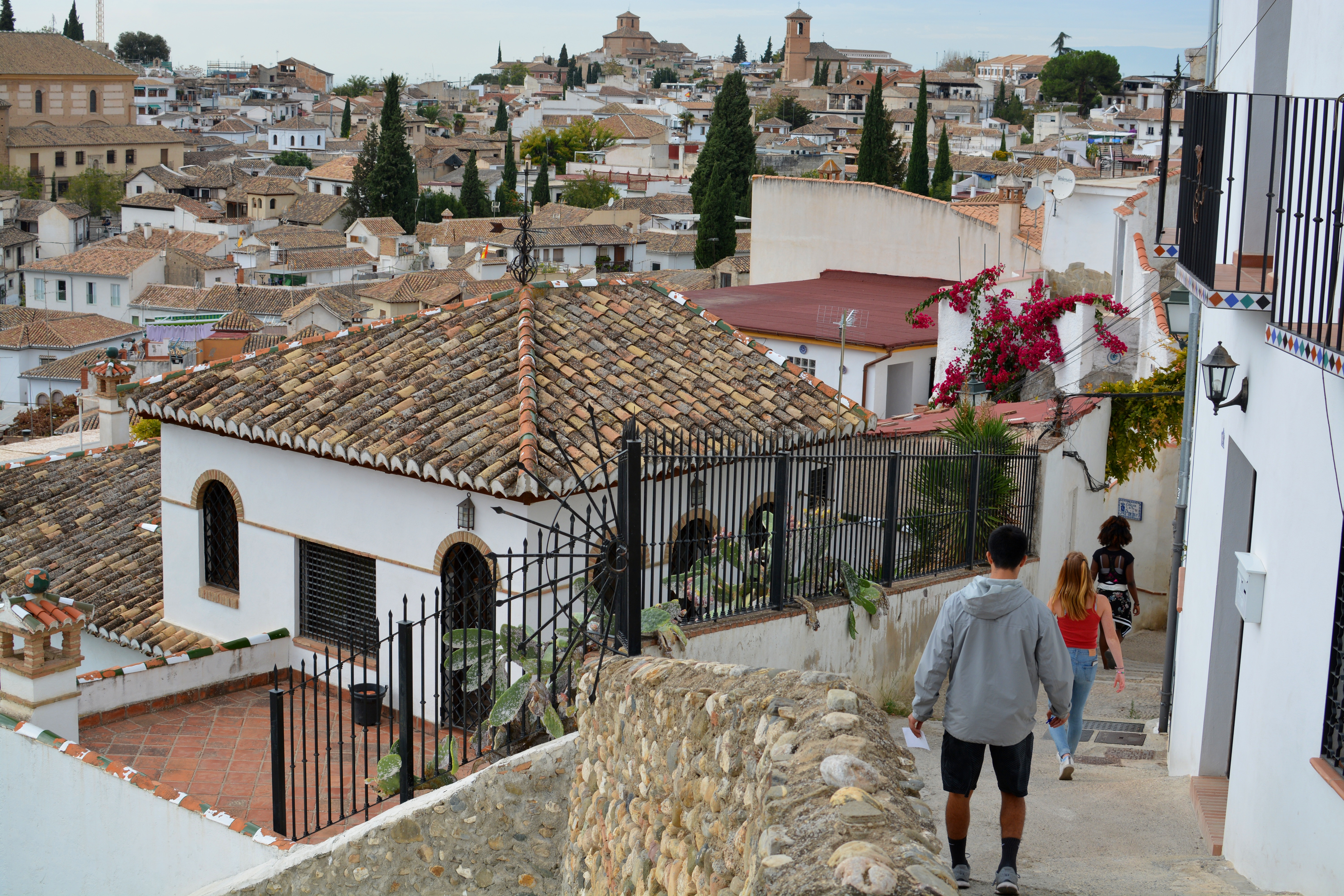 Proctor en Segovia explores the Albaicín neighborhood of Granada