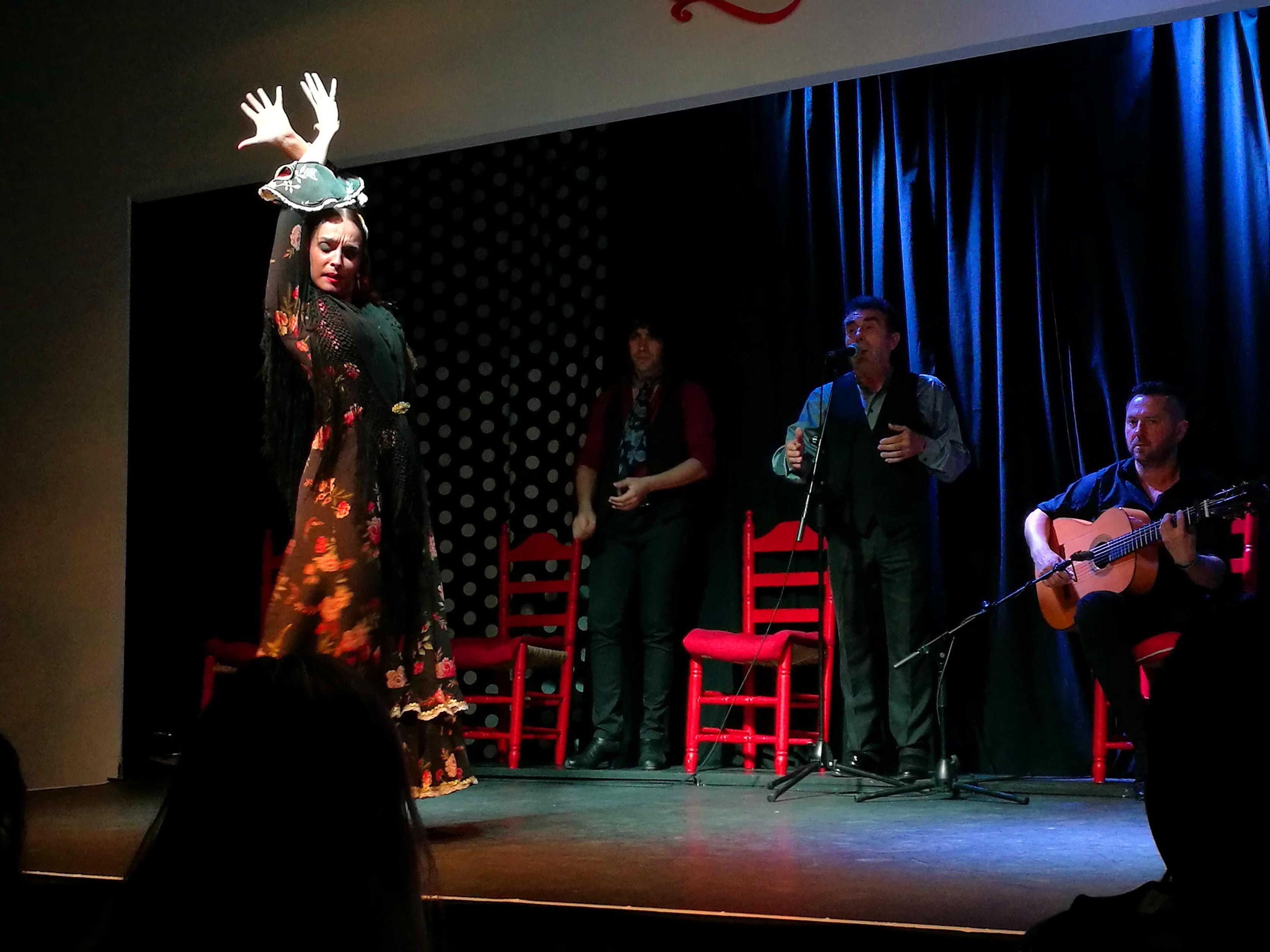 Proctor en Segovia watches flamenco at a tablao in Triana