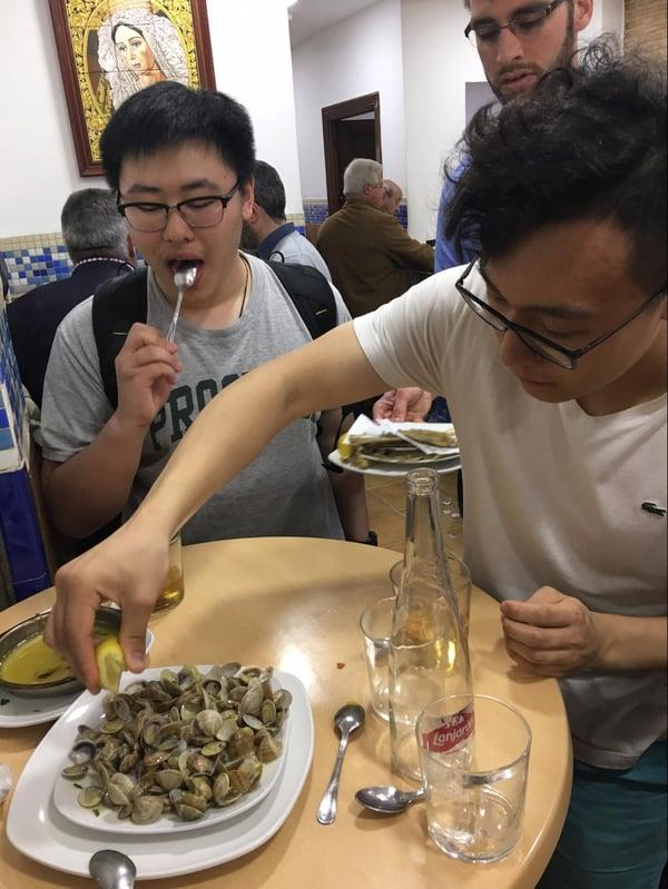 Proctor en Segovia tries seafood tapas in Granada