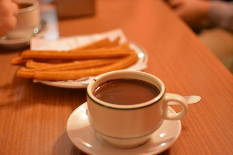 Proctor en Segovia samples chocolate con churros