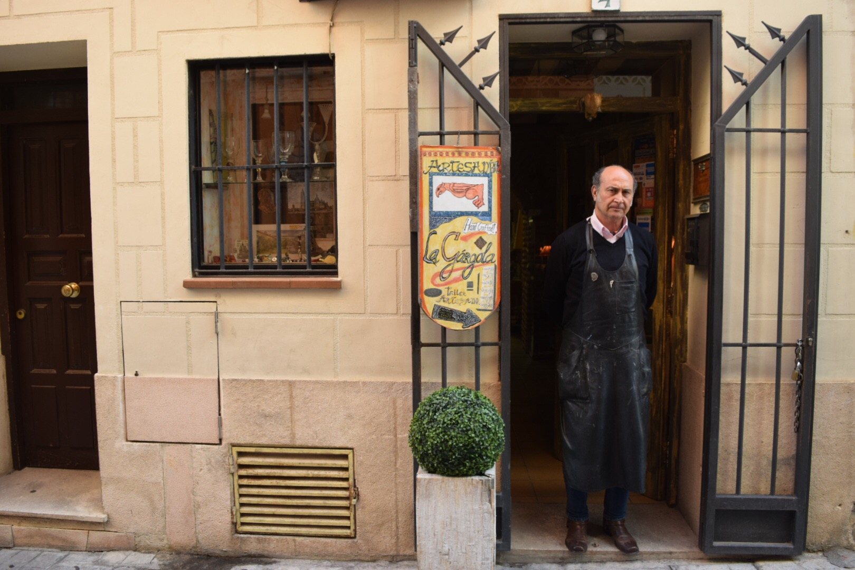 Proctor en Segovia Metal arts teacher Jesús