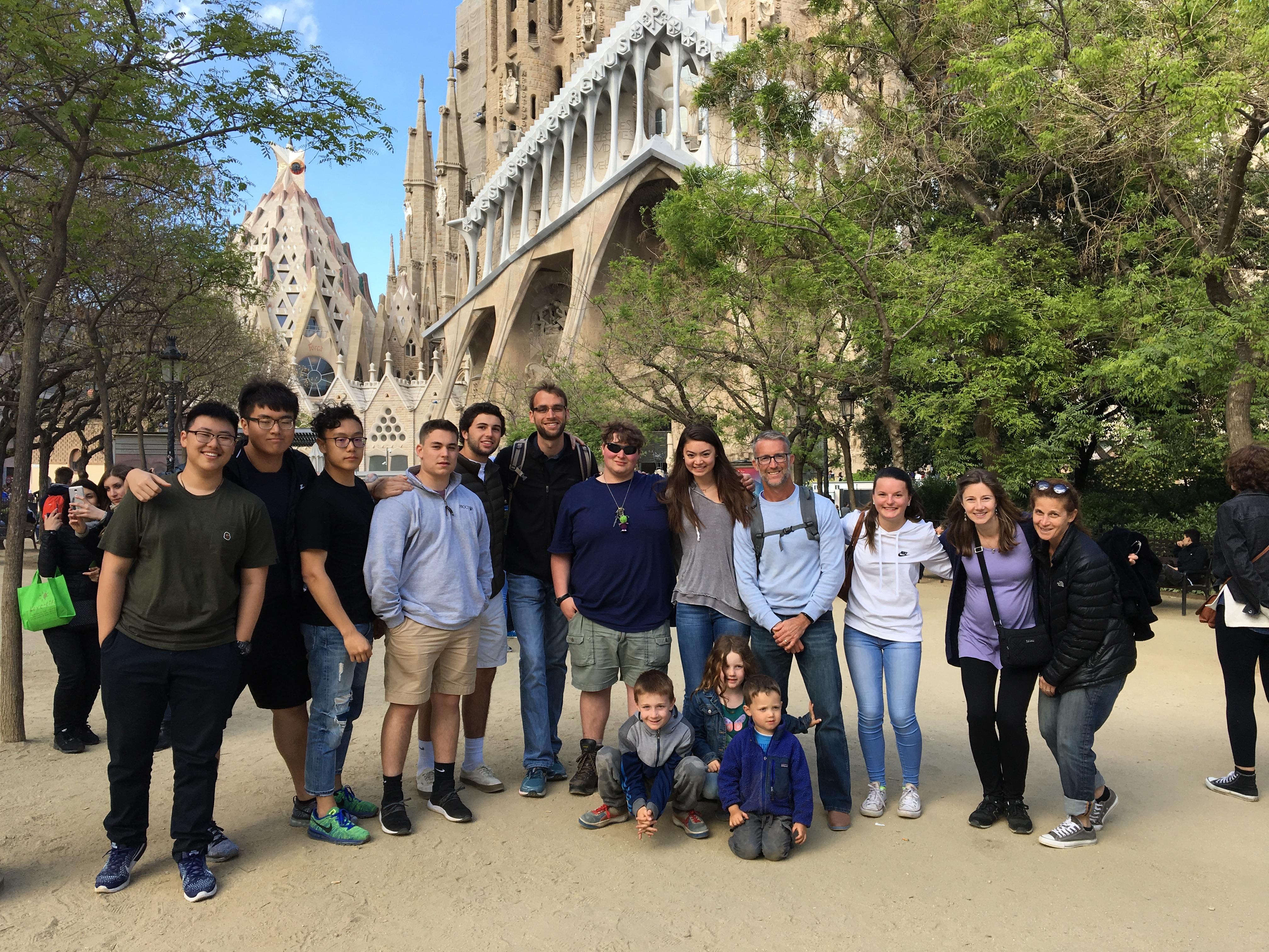 Proctor en Segovia visit's Gaudí's Sagrada Familia