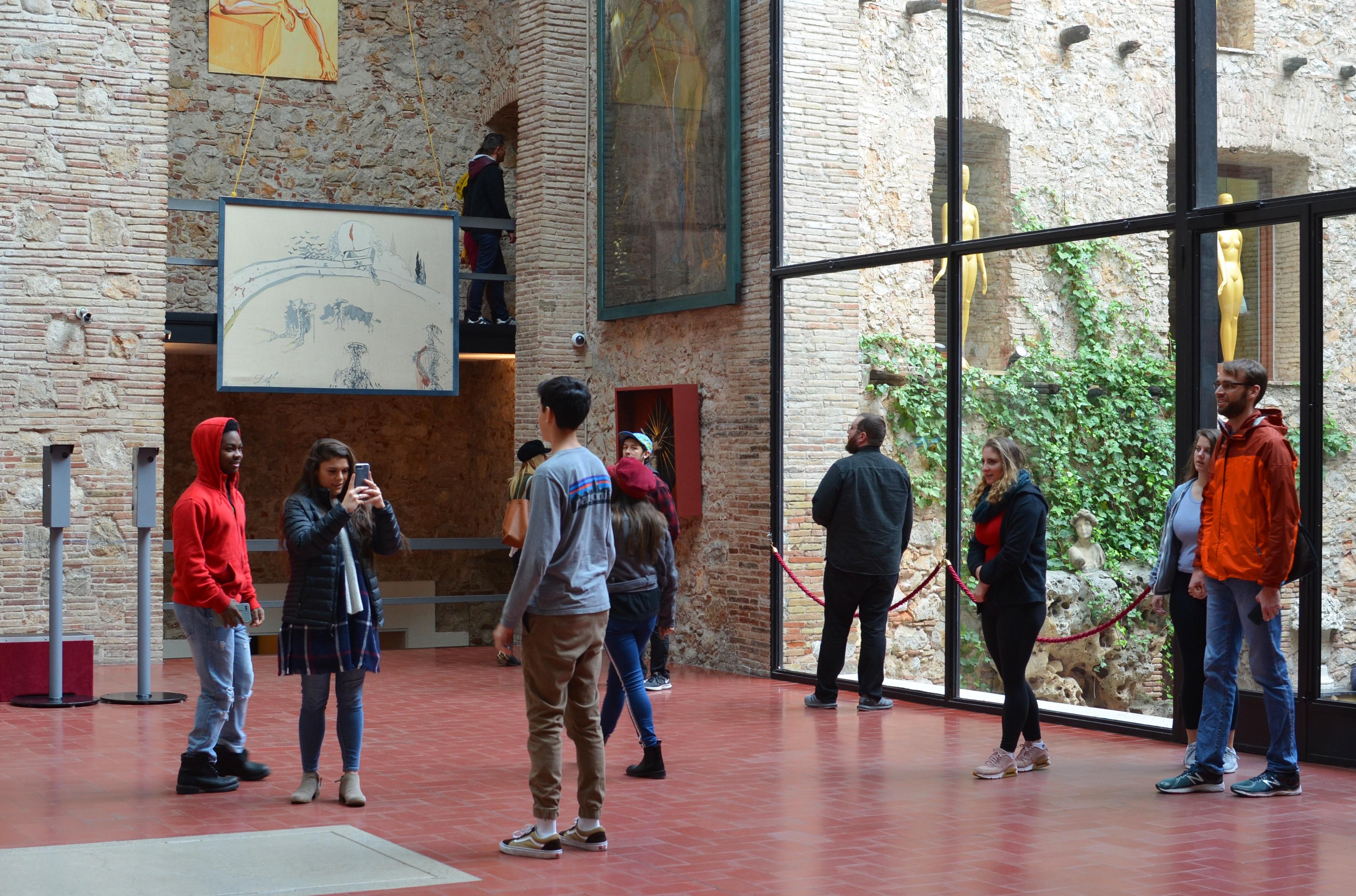 Proctor en Segovia visits the Dalí museum in Figueres