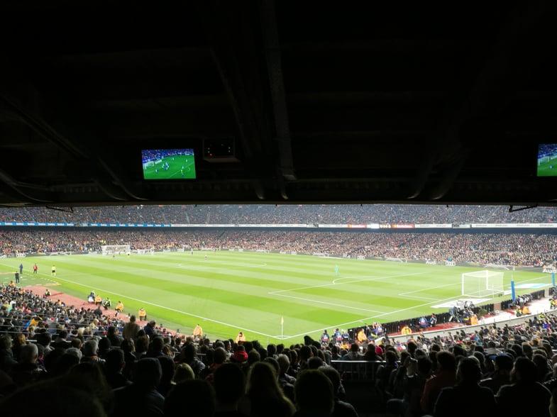 Proctor en Segovia watches an FC Barcelona match